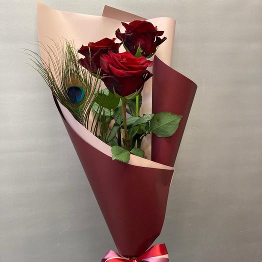 Перо павлина и розы