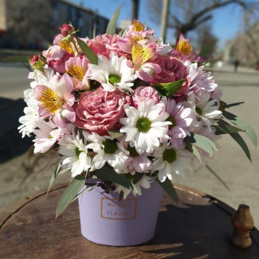 Композиция Кустовых Хризантем, Альстромерий и Роз