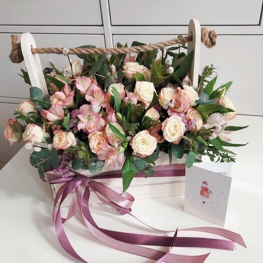 Ящик с кустовыми Розами «поцелуй нежности»