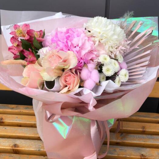 Букет из роз, хризантемы и альстромерий
