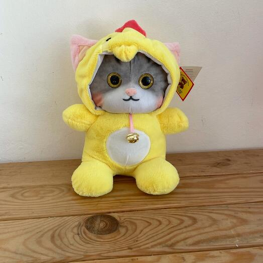 Котёнок в костюме