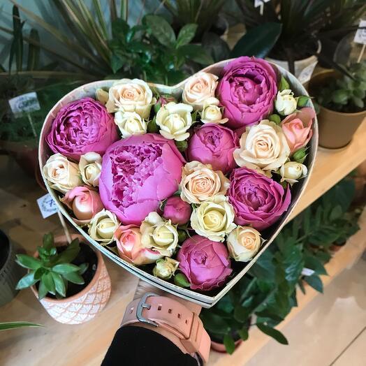 Цветы в коробке Пион и Роза