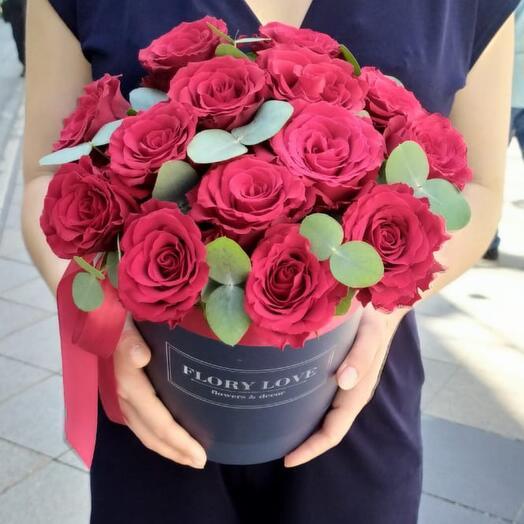 Розы премиум в шляпной коробке