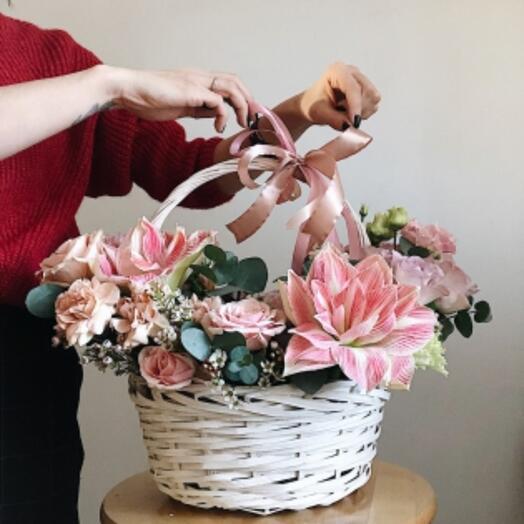 Корзина с цветами Савоярди