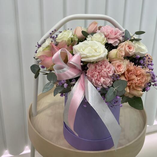 Цветы в лавпндовой коробке