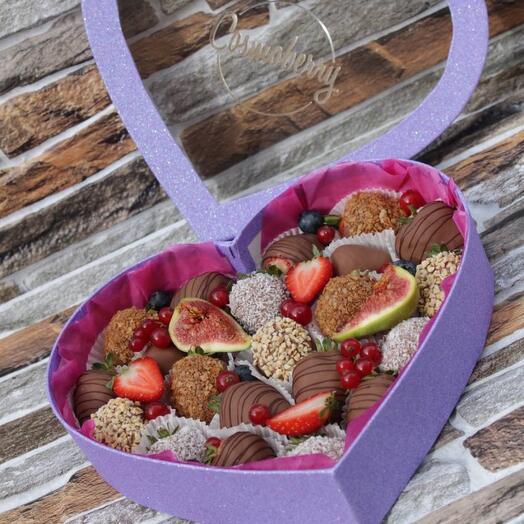 Набор сердца из клубники в шоколаде