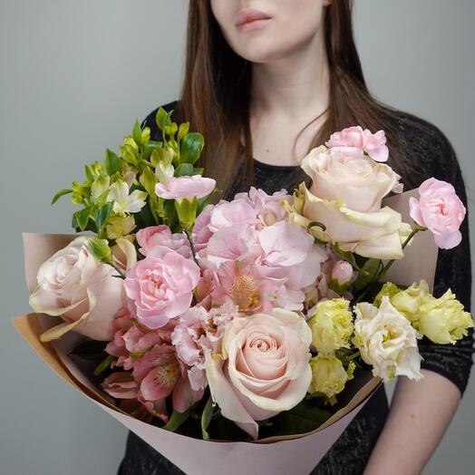 Букет из гортензии и роз Zuchero Filato