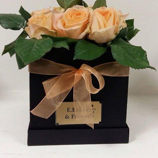 Элегия квадратной коробке (15*15): букеты цветов на заказ Flowwow