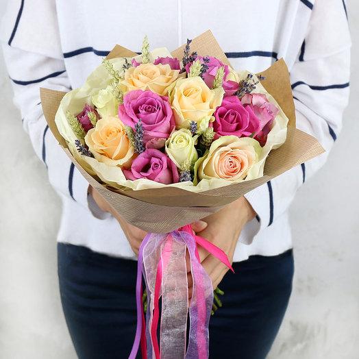 Букет из роз с пшеницей и лавандой в крафте: букеты цветов на заказ Flowwow