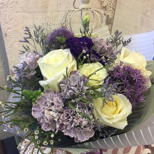 Букет с розами Альба и экзотикой: букеты цветов на заказ Flowwow