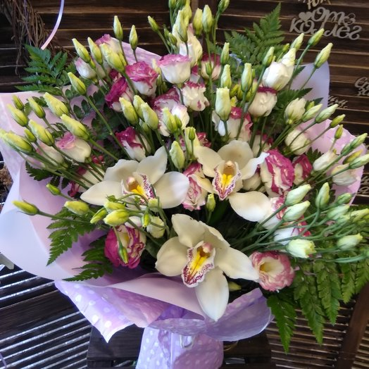 Букет из эустомы и орхидеи: букеты цветов на заказ Flowwow
