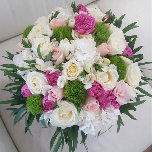 Коробка из роз и гортензий