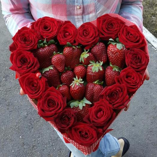 Сердце с Клубникой и Розами: букеты цветов на заказ Flowwow