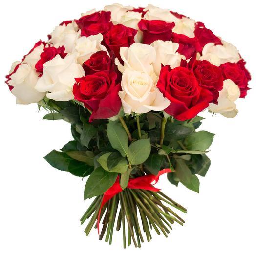 Букет из бело красной розы: букеты цветов на заказ Flowwow