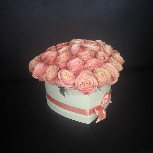 Шляпная коробка с пионовидной розой Кахала: букеты цветов на заказ Flowwow