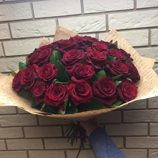 29 роз и листья салалы в крафте: букеты цветов на заказ Flowwow