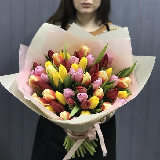 """51 тюльпан """"Весенний бриз"""": букеты цветов на заказ Flowwow"""