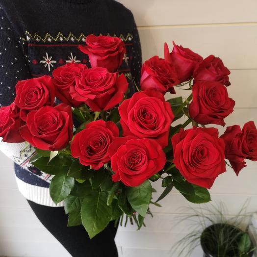 15 алых роз: букеты цветов на заказ Flowwow