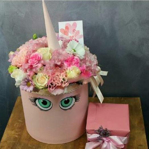 """Коробка с цветами """"Единорожка очаровашка"""""""