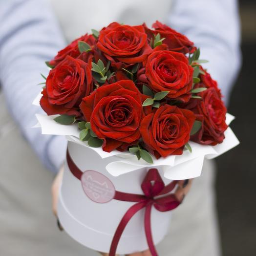 Комплимент в коробке: красный: букеты цветов на заказ Flowwow