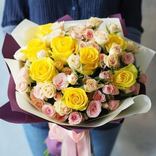 Букет из микса ярких роз