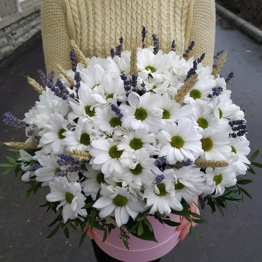 """Ароматная шляпная коробка с хризантемой,колосками и лавандой """"Ромашки в руках"""""""