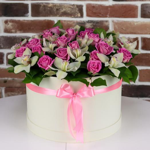 Коробка XXL из орхидей и розовой розой. N84