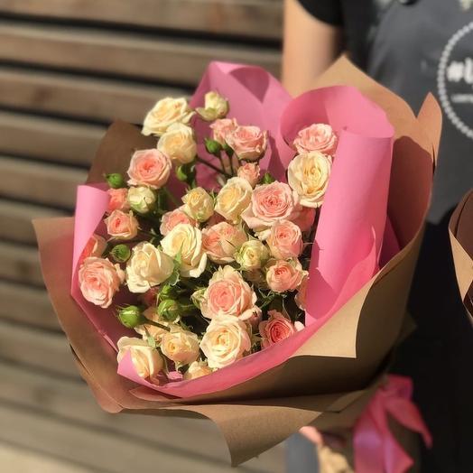 Комплимент из светло розовой кустовой розы