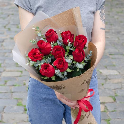 9 красных роз с эвкалиптом