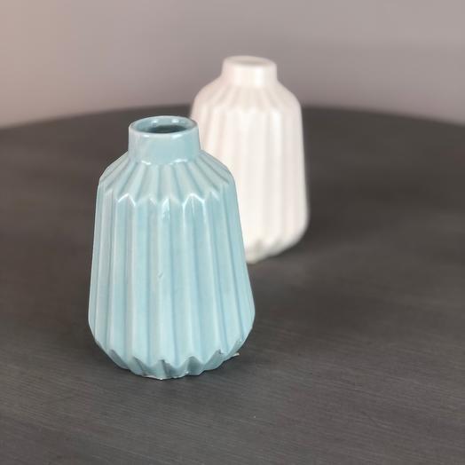 Голубая вазочка