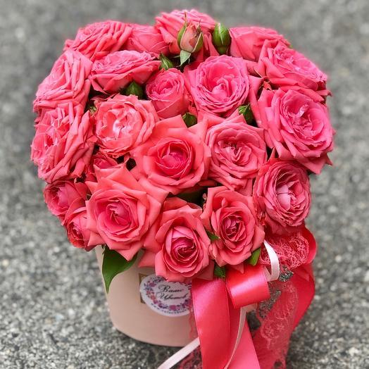 Коробка с кустовыми коралловыми розами «Барбадос»