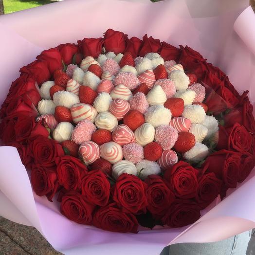 Клубничный букет-премиум с розами