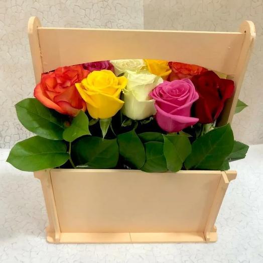 """Розы в деревянном ящике """"Радуга"""""""