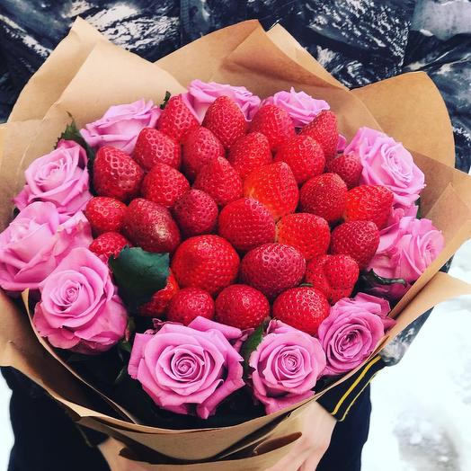 Bouquet of strawberries and roses
