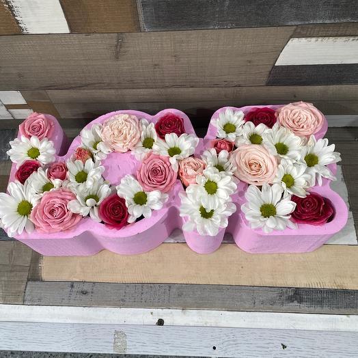 Цветы в коробке LOVE