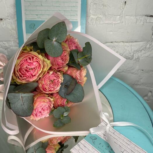 7 пионовидных роз