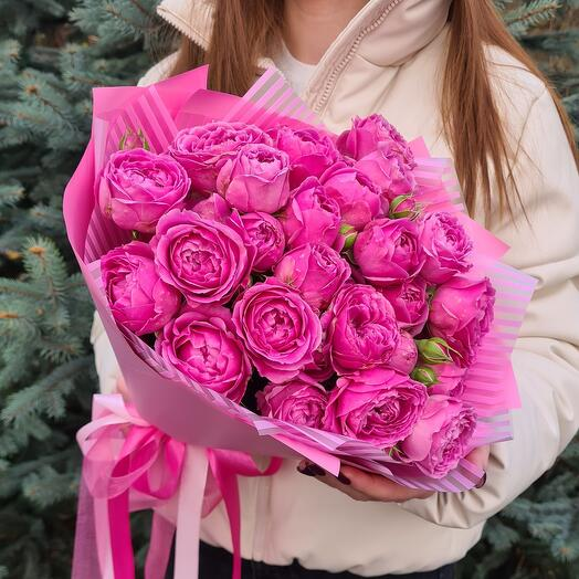 Яркие розовые кустовые пионовидные розочки 💖