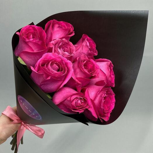 Ярко-розовые розы в чёрной бумаге 9 штук