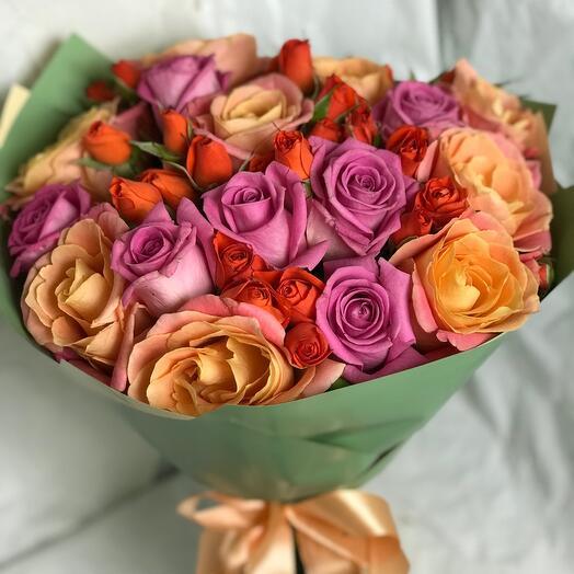 Яркий букет из роз