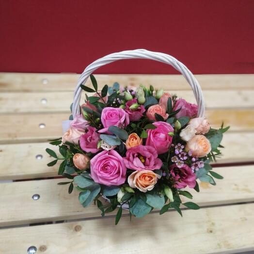 Корзина с цветами романтика