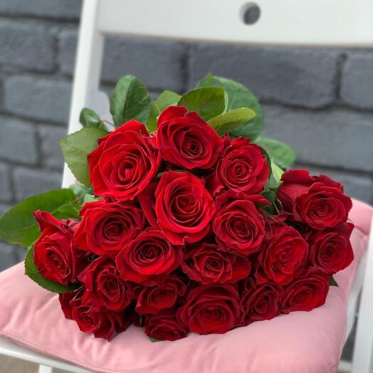 Монобукет 19 Красных роз 60см