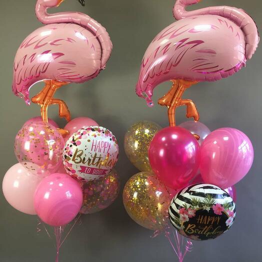 Композиция из шаров с розовым фламинго