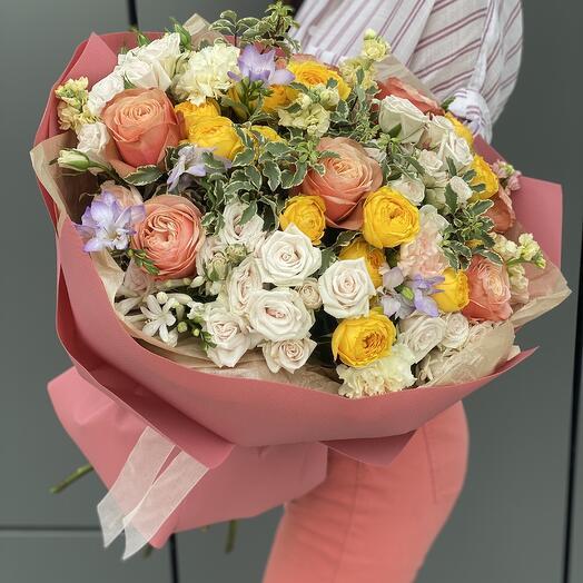 Букет Элегантный Макси из роз кахала, кустовых ро и диантуса
