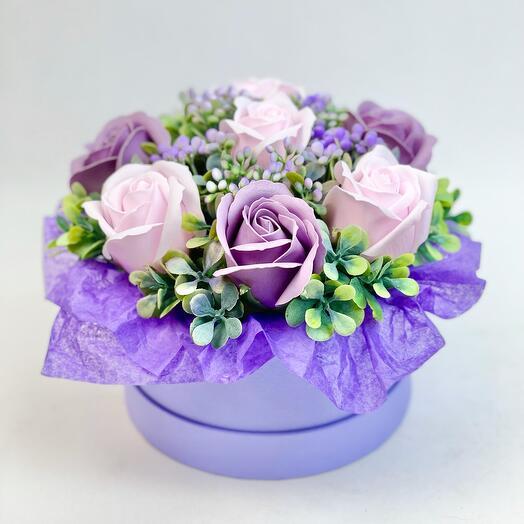 Мыльные сиреневые розы в коробке