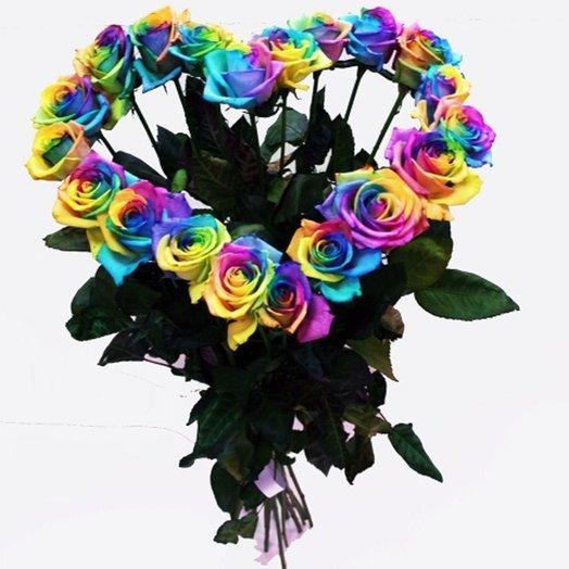 Радужные розы сердцем: букеты цветов на заказ Flowwow