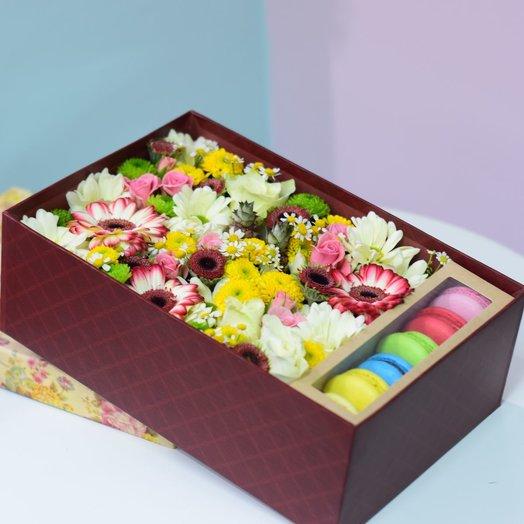 Коробка с макаронсами