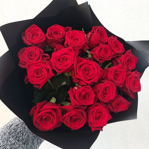 19 роз в пленке: букеты цветов на заказ Flowwow