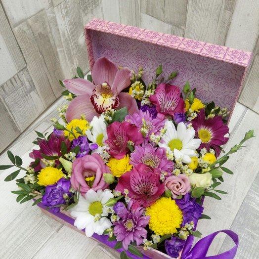 Цветы в коробке: букеты цветов на заказ Flowwow