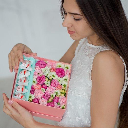 Нежная коробочка с цветами и рафаэлло