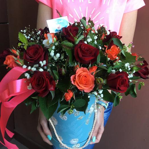 Яркий микс в шляпной коробке: букеты цветов на заказ Flowwow